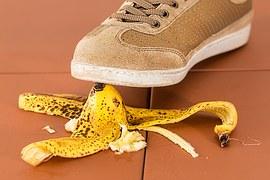 bananna-peel-and-foot